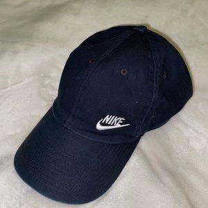 BLACK NIKE HAT.